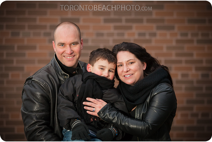 01-balmy-beach-winter-beach-family-photo