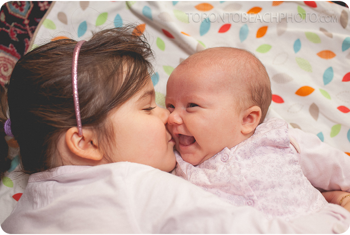 03-child-kissing-baby-in-home-photo-portrait-session-3