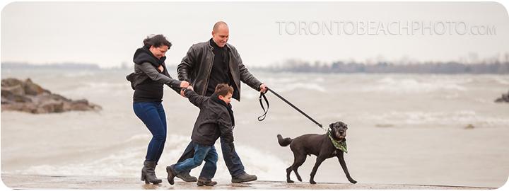 06-winter-beach-family-photo